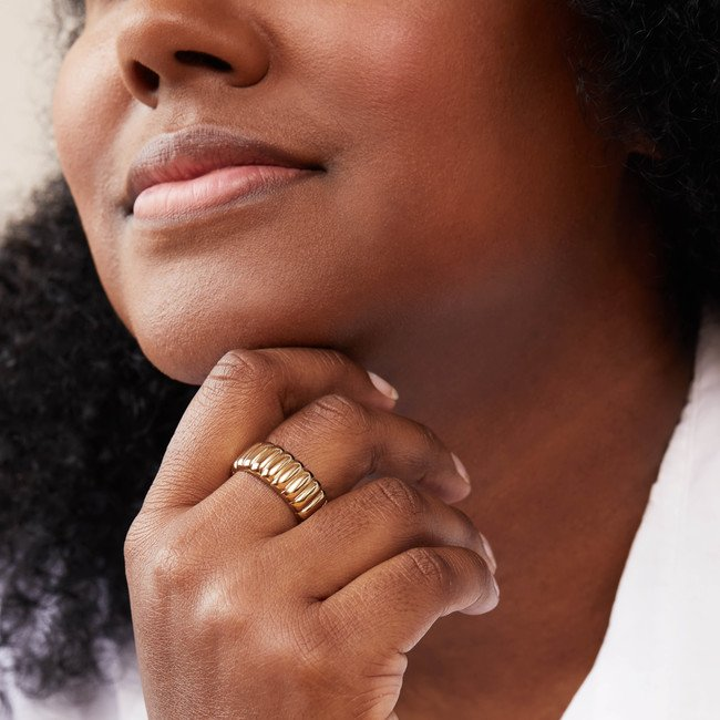 Mejuri sustainable jewelry