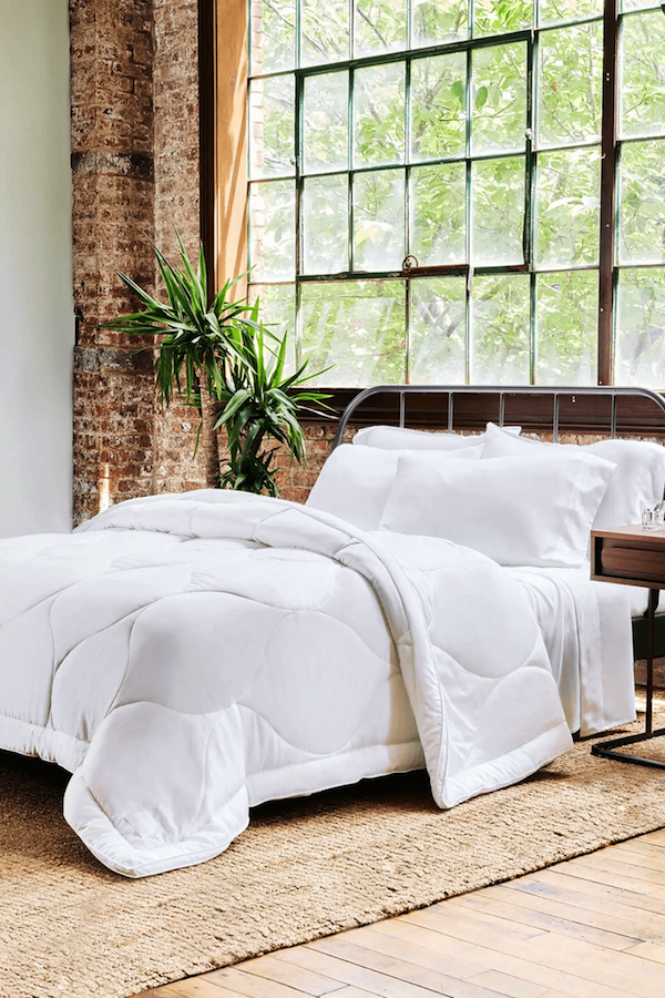 Buffy organic comforter from recycled plastic materials